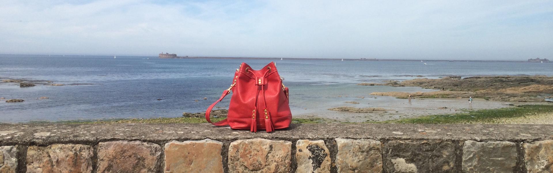 Superbe sac seau rouge en cuir