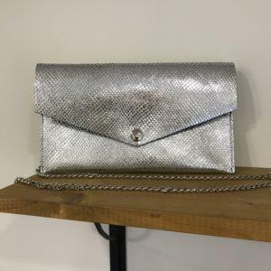pochette en cuir argenté tendance tendance